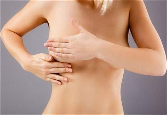 Đầu vú thay đổi là triệu chứng ung thư vú