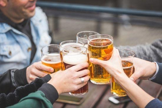 Uống nhiều bia rượu là nguyên nhân gây ung thư dạ dày