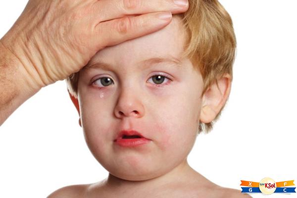 Bị nhiễm trùng và sốt là 1 trong những biểu hiện của bệnh ung thư máu ở trẻ em cần lưu ý