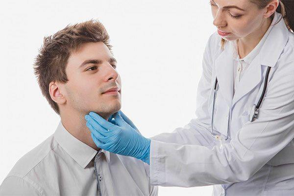 Tỷ lệ nam mắc ung thư vòm họng thường cao gấp 3 lần so với nữ