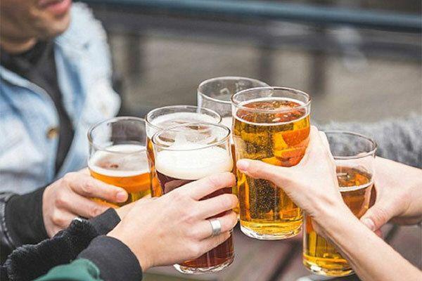Uống rượu, bia làm gây khó khăn trong việc điều trị ung thư trực tràng