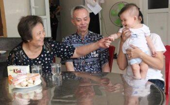 Tinh thần 'ba không' để sống khỏe của vợ chồng mắc ung thư