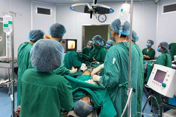Phẫu thuật loại bỏ ung thư đại tràng