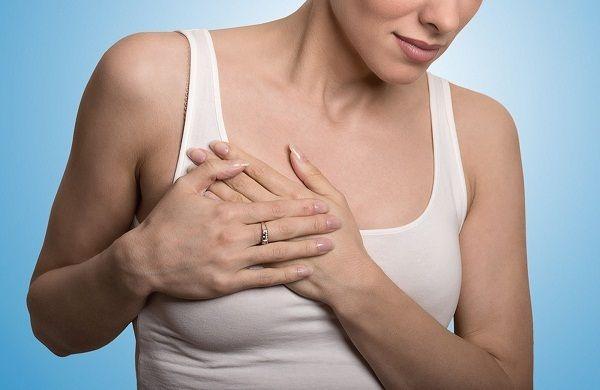 Đau tức ngực và tuyến vú kéo dài cần đi kiểm tra
