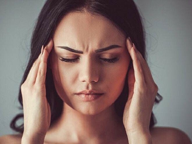 Đau đầu là một trong những biểu hiện thường thấy ở người mắc ung thư não.