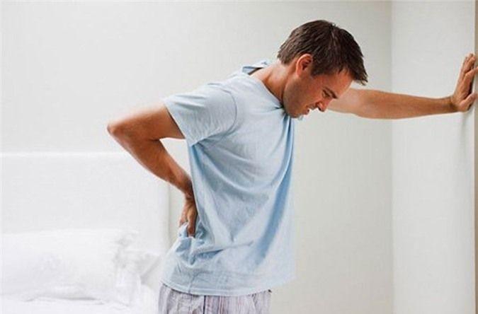 Khi bị ung thư tuyến tiền liệt, người bệnh sẽ gặp phải tình trạng khó khăn khi đi tiểu.