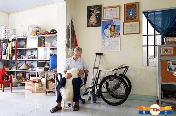 Ông Vũ Huy Chương, 70 tuổi ở xã Kim Hải, huyện Kim Sơn, Ninh Bình mắc bệnh nhưng vẫn lạc quan, yêu đời.