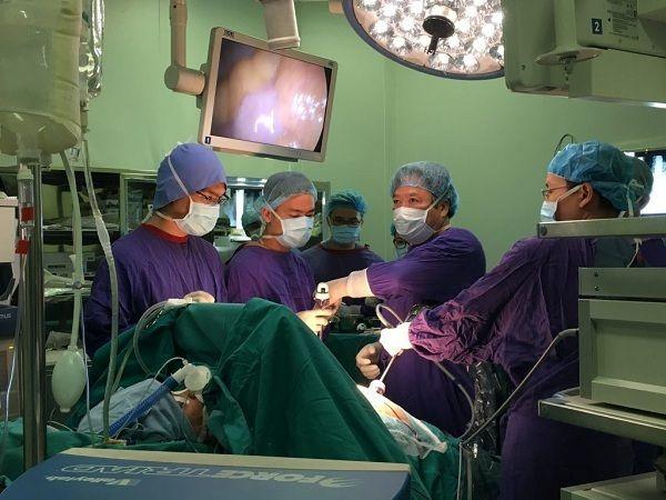 Phẫu thuật cắt dạ dày bằng phương pháp nội soi có nhiều ưu điểm
