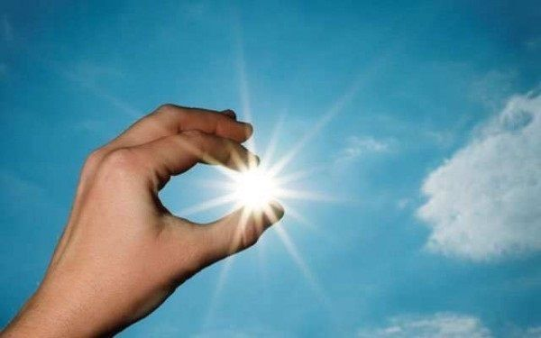 Hạn chế tiếp xúc với ánh nắng mặt trời vào thời điểm 10h -16h chiều