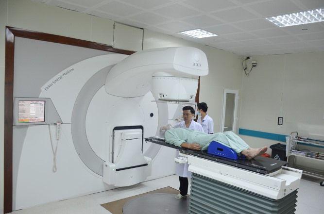 Xạ trị để tiêu diệt phần mô ung thư không cắt bỏ được hoặc là tiêu diệt tế bào ung thư còn sót lại sau khi phẫu thuật