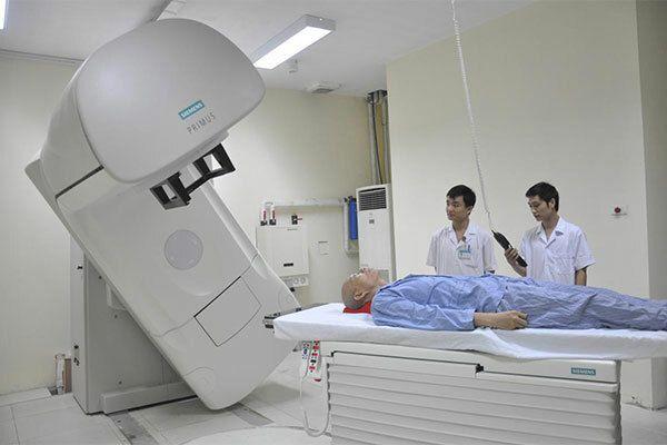 Xạ trị là phương chính trong điều trị ung thư vòm họng giai đoạn 2