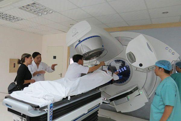 Điều trị ung thư tuyến giáp bằng phương phá xạ trị ngoài