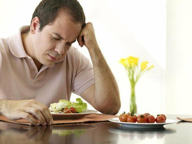 Chán ăn, khó tiêu kéo dài là một trong những dấu hiệu ung thư đại tràng.