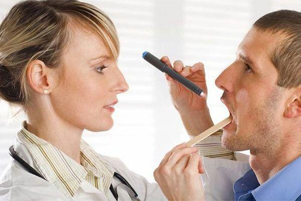 Chẩn đoán triệu chứng ung thư vòm họng giai đoạn đầu bằng khám bên trong vòm họng
