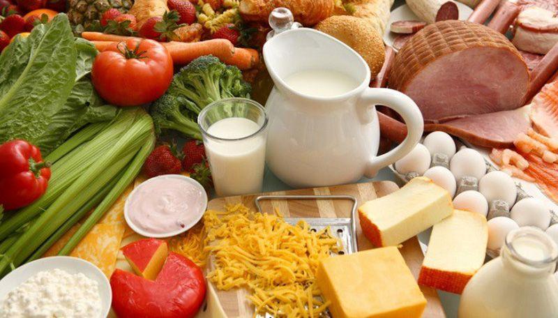 Chế độ dinh dưỡng cho bệnh nhân ung thư buồng trứng cần đảm bảo đầy đủ và cân đối các dưỡng chất.