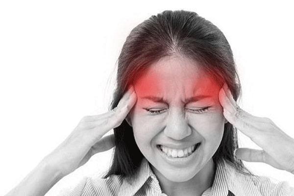 Đau nhức đầu óc là một trong những biểu hiện ung thư vòm họng