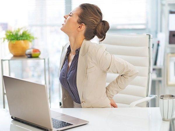 Dấu hiệu đau lưng hay bị nhầm lẫn đối với các chị em làm việc văn phòng