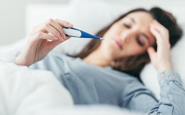 Theo dõi nhiệt độ thường xuyên để biết tình trạng nhiễm trùng của cơ thế