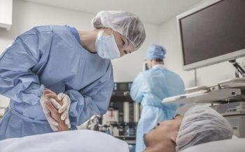 Phẫu thuật nội soi ung thư đại tràng- những vấn đề cần quan tâm