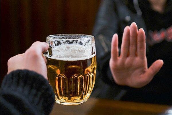 Hạn chế sử dụng rượu, bia để giảm nguy cơ mắc ung thư tuyến giáp