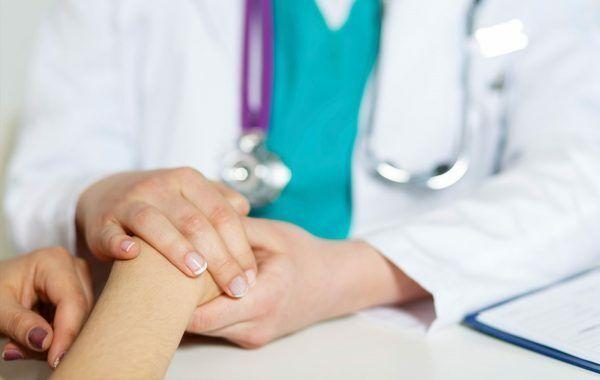 Điều trị ung thư buồng trứng giai đoạn cuối là chăm sóc giảm nhẹ kết hợp các biện pháp khác tùy thuộc vào thể trạng bệnh nhân
