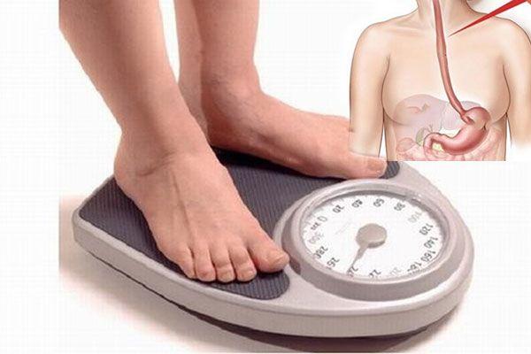 Sụt cân nhanh chóng là triệu chứng ung thư thực quản giai đoạn 3