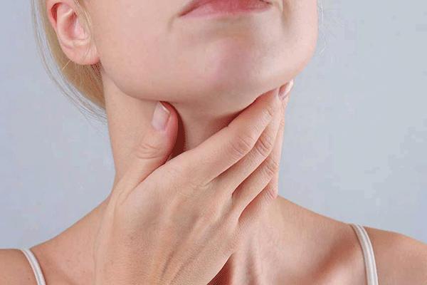Nuốt nghẹn là triệu chứng ung thư tuyến giáp giai đoạn đầu