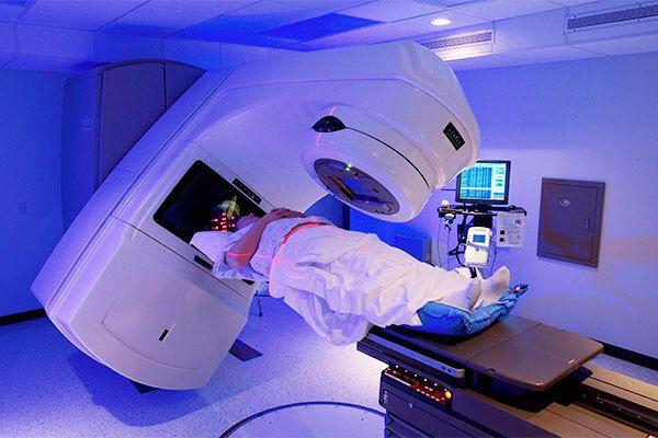 Điều trị K tuyến giáp di căn bằng phương pháp xạ trị I - 131