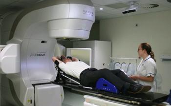 Điều trị ung thư thực quản bằng xạ trị và chế độ dinh dưỡng