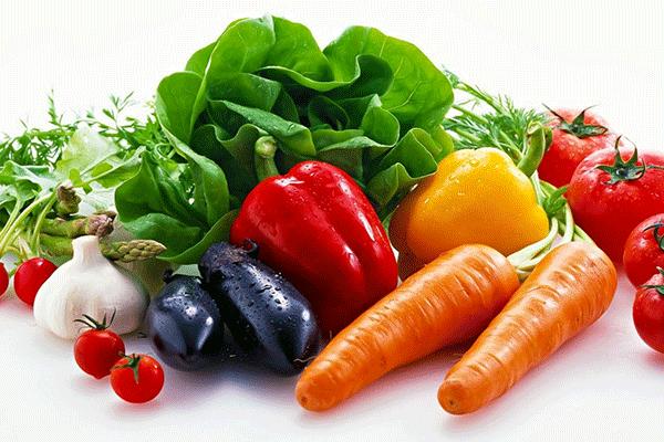 Sau phẫu thuật bệnh nhân ung thư dạ dày nên bổ sung rau xanh và trái cây trong bữa ăn hàng ngày