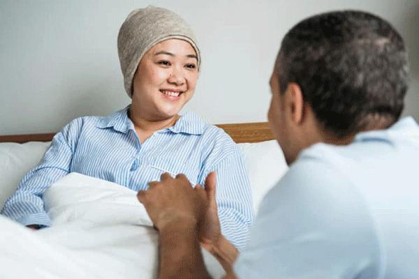 Người nhà cần quan tâm, chăm sóc, tạo tâm lý thoải mái cho bệnh nhân sau quá trình điều trị
