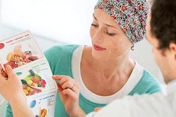 Người bệnh cần tìm hiểu kiến thức về chế độ ăn uống trong và sau khi hóa trị để đảm bảo chất dinh dưỡng cho cơ thể