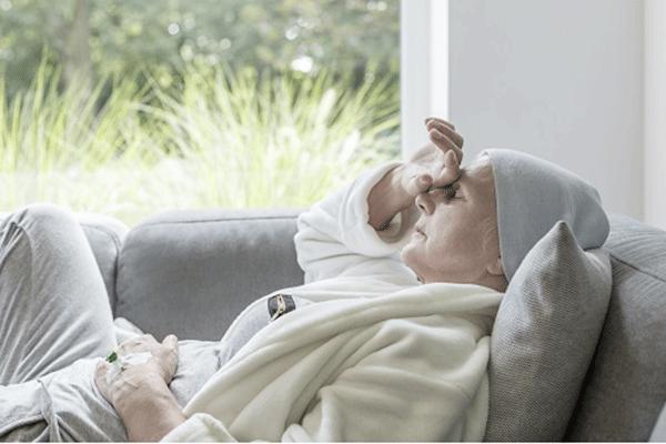 Mệt mỏi là một trong những triệu chứng thường gặp khi bệnh nhân thực hiện điều trị bằng hóa trị