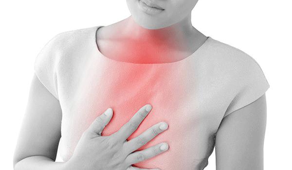 Đau ngực là một trong những triệu chứng ung thư thực quản