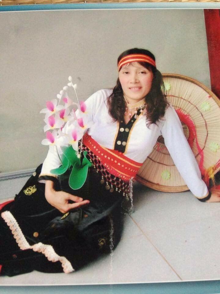 Nguyễn Thị Xuân Hồng khi tham gia biểu diễn văn nghệ
