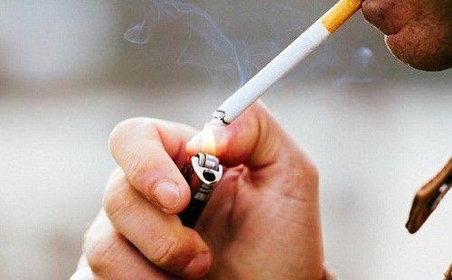 Những người hút thuốc lá cũng làm tăng nguy cơ mắc ung thư đại tràng