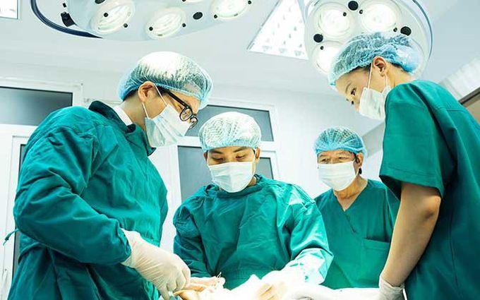 Tùy tình trạng tiến triển bệnh mà bác sĩ sẽ chỉ định cắt bỏ một phần hoặc toàn bộ buồng trứng