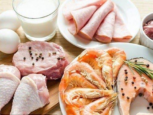 Ăn quá nhiều đạm có thể góp phần tích tụ chất thải độc hại trong gan và cơ thể của bạn khiến tình trạng bệnh trở nên trầm trọng hơn. Vì vậy, người bệnh cần tham khảo lượng protein trong khẩu phần ăn hàng hàng