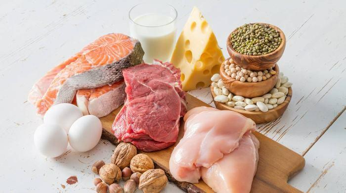 Người bệnh ung thư phổi cần bổ sung những thực phẩm giàu protein như thịt, cá, trứng, sữa