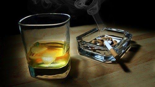 Thuốc lá, rượu mạnh là một trong những nguyên nhân gây ung thư vòm họng