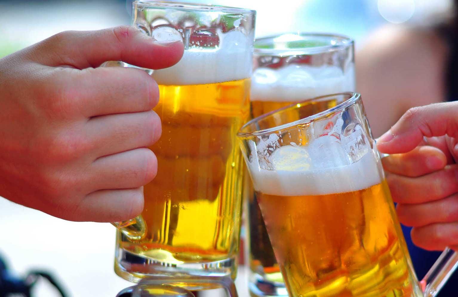 Thường xuyên uống rượu là một trong những lý do khiến bạn dễ bị ung thư vòm họng