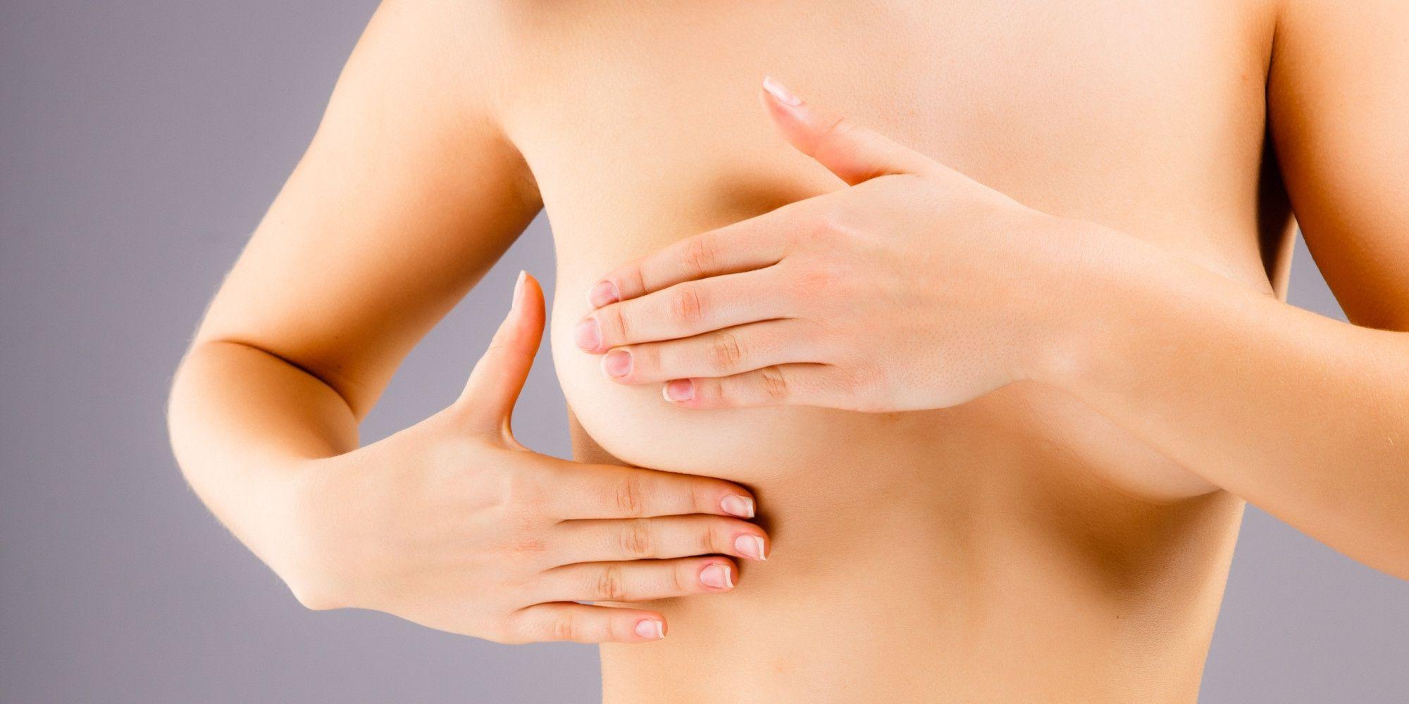 Đau vú, sưng vú, núm vú tiết dịch bất thường,... là những dấu hiệu ung thư vú