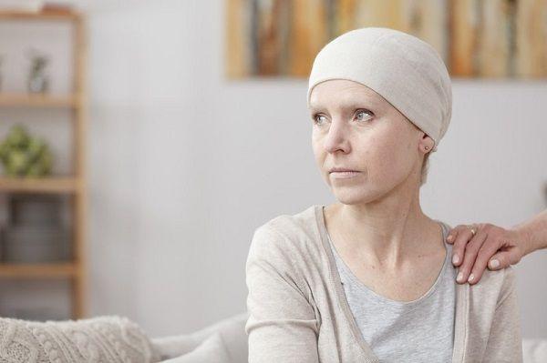 Rụng tóc là biến chứng thường gặp ở những người điều trị bằng hóa chất