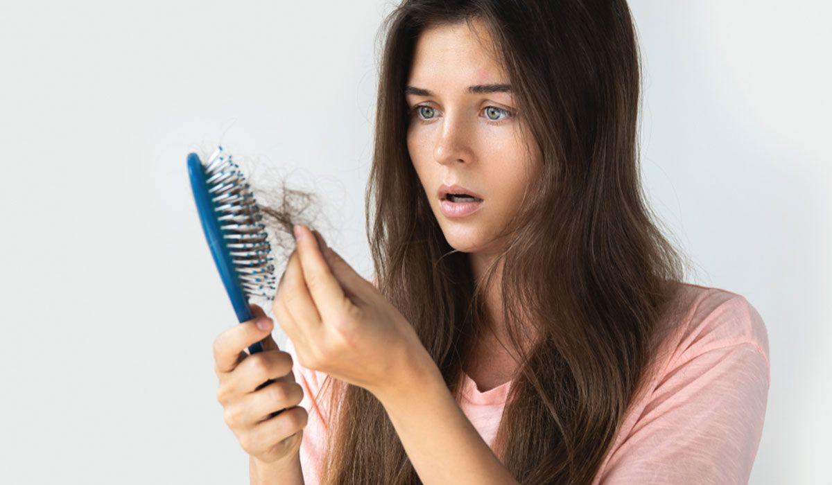 Tác dụng phụ của xạ trị ung thư bao gồm rụng tóc, khô da, đau đầu,...