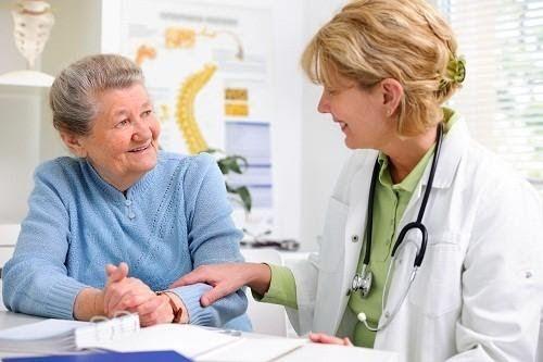 Với các trường hợp có nguy cơ mắc ung thư đại trực tràng ở mức trung bình, nên bắt đầu tầm soát ung thư định kỳ từ năm từ năm 45 tuổi, mỗi 5 năm tầm soát 1 lần.