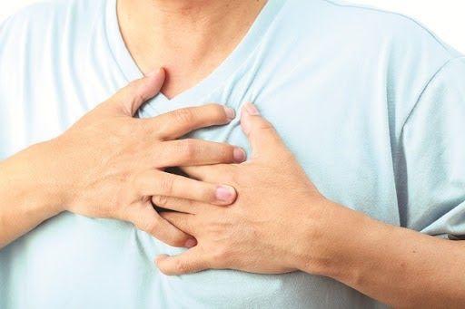 Bệnh nhân ung thư phổi có cảm giác đau tức sâu trong ngực