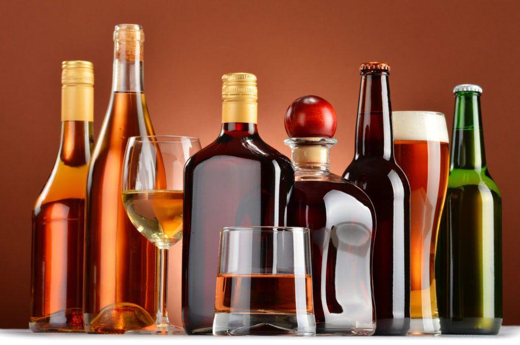 Những người nghiện rượu, có chế độ ăn uống không hợp lý sẽ có nguy cơ cao mắc ung thư đại trực tràng