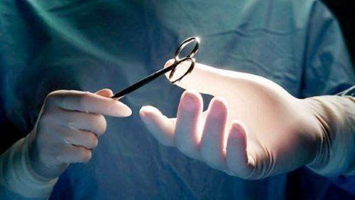 Phẫu thuật là một trong những phương pháp điều trị chính cho bệnh nhân ung thư tuyến giáp