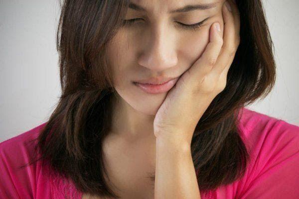 Đau miệng là một trong những biểu hiện điển hình của ung thư tuyến nước bọt