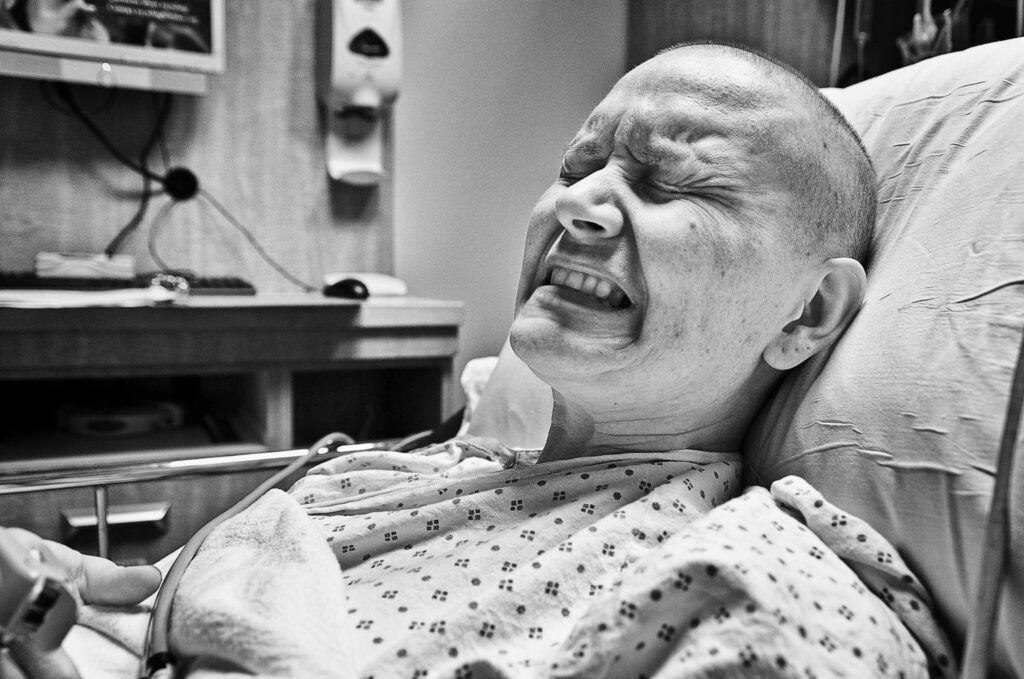 Người bệnh ung thư phổi giai đoạn cuối thường đau đớn